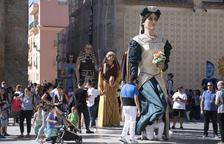 La procesión de la Virgen del Roser llena la Parte Alta