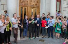 Imatge de l'alcalde, Carles Pellicer, i els regidors de Reus en la concentració realitzada la passada vaga del 3 d'octubre.