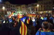 Concentració per la unitat d'Espanya a Reus, que ha coincidit amb un grup d'independentistes.