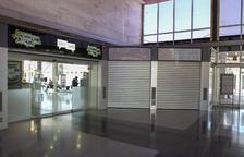 L'aspecte actual de l'interior de l'estació, on s'han anat perdent els negocis actius.