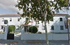 Denuncian a una conductora que circulaba bebida y chocó contra una farola del cuartel de la Guardia Civil de Vilanova