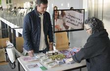 S'ha instal·lat una taula informativa al centre hospitalari per informar sobre aquest problema de salut.