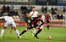 David Querol, durant una acció del CF Reus-Albacete d'aquest dissabte, duel en el qual va caure lesionat.