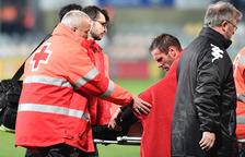 Querol es retira lesionat del camp aquest dissabte.