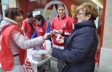 Voluntarios de Càritas, en uno de los puntos de recogida de la edición del año pasado.