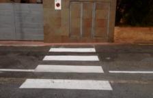 Los vecinos del pasaje dicen que este paso de peatones pintado en el suelo no conduce en ningún sitio.