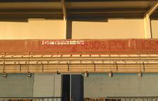 Apareixen pintades al camp de futbol del Morell