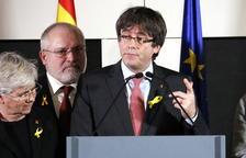 Carles Puigdemont, en Bruselas, flanqueado por Ponsatí, Monte, Serret y Comín.