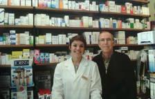 Joan Micó i la seva filla Gabi, a la farmàcia de Rambla Nova.