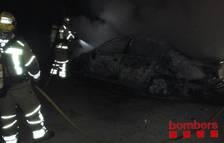 Deu vehicles han cremat aquesta matinada a l'exterior de l'estació del Camp de Tarragona