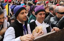 Los falsetans se engalanan para rememorar la victoria del pueblo contra las tropas enemigas en la Encamisada