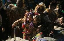 25 toneladas de confeti bañan a más de 30.000 visitantes en la 38ª edición del Coso Blanco de Salou