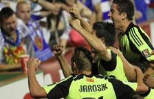 Los jugadores del Zaragoza celebran un gol durante el polémico partido.