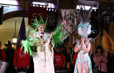 Carnestoltes reivindica un Carnaval de plomes i purpurina