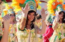 El Carnaval omple de color els carrers de Roda de Berà