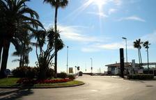 Pla general de la rotonda del passeig marítim de Cambrils, situada davant del Club Nàutic, on es van succeir els atemptats. Imatge del 7 de febrer del 2018
