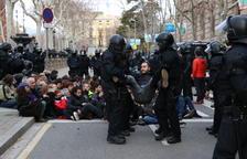 Els Minyons, «indignats» per la detenció d'un membre de la colla que participava en la protesta davant el TSJC