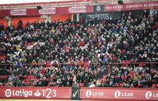 L'afició del Zaragoza convida als aficionats a entrar a La Romareda un cop iniciat el partit contra el Nàstic