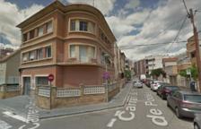 El incendio se ha producido en un edificio de la calle Monestir de Poblet.