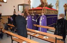 El Via-crucis del Cristo del Buen Amor omple l'Església de Sant Nicolau de Bari