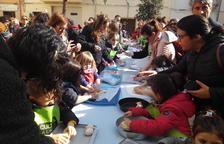 Més de 400 nens participen als tallers de mones de Vandellòs i l'Hospitalet