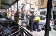 Un coche se estampa contra una terraza de un bar en Bonavista