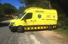 Un chico de 19 años, herido leve al sufrir una salida de vía en la Canonja