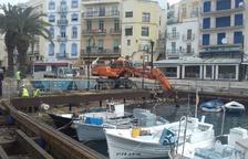 Comença la neteja del fons marí al port de l'Ametlla de Mar