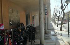 Quema completamente una tienda de ropa en Tortosa