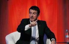 L'exprimer ministre socialista francès, Manuel Valls, parlant i gesticulant a l'acte de Cs.
