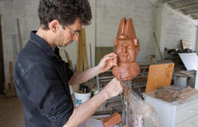 Las figuras del carillón del Mercat Central, en proceso de construcción