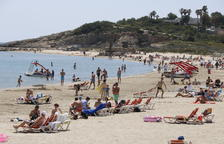 La playa de la Pineda llena de bañistas, esta semana.
