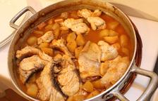 L''Arrossejat' es una receta tradicional formada por dos platos: uno de fideos rubios y una de patatas con rape.