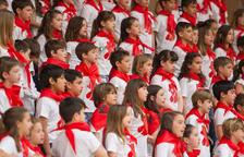 La cantata 'La comedia del gallo' interpretada por medio millar de alumnos en Cambrils