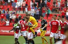 Els futbolistes del Nàstic celebren la victòria aconseguida dissabte contra la Cultural al Nou Estadi