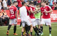 Los jugadores del Nàstic celebran uno de los cinco goles que le marcaron este sábado en la Cultural y Deportiva Leonesa.