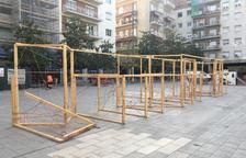 Imagen de la estructura de madera donde estaban colocadas las fotografías.
