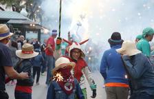 El Ayuntamiento lleva por primera vez la fiesta de Sant Joan a Torreforta con un correfuego pequeño