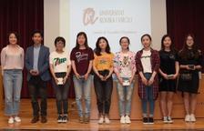 Mi Qi, segundo por la izquierda, con los estudiantes más destacados de este curso, con notas suprior al 9.