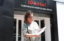 Agustench muestra el historial médico que le entregó ayer iDental después de que lo pidiera.