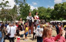 En el marco de la XXXI Diada de la Puntaire de Catalunya, se celebró el primer encuentro de gigantes encajeras.