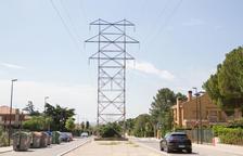 Las torres de alta tensión atraviesan una zona donde hay unos 200 chalets y que se encuentra en expansión.