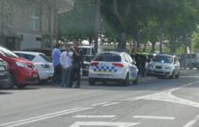Diverses patrulles de la Guàrdia Urbana es van desplaçar al carrer Torres Jordi arran dels fets.