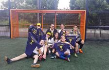 El equipo femenino de la escuela Àngel Guimerà del Vendrell se hizo con el oro.