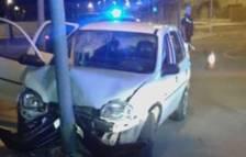 Imagen del vehículo que chocó con una farola al
