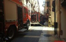 Aparatoso incendio sin heridos en una vivienda de la calle Major de Tarragona