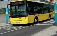 Imagen de un autobús de la línea 1 recorriendo las calles de Calafell.