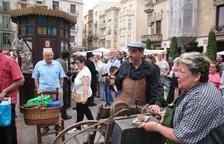 La plaza del Mercadal se convierte en un mercado antiguo