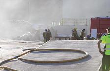 El incendio se ha producido en una nave de la calle Rovira i Virgili del polígono Agroreus.