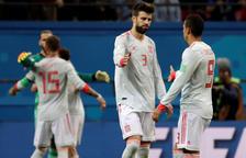 Gerard Piqué, al centre de la imatge, celebrant un gol.